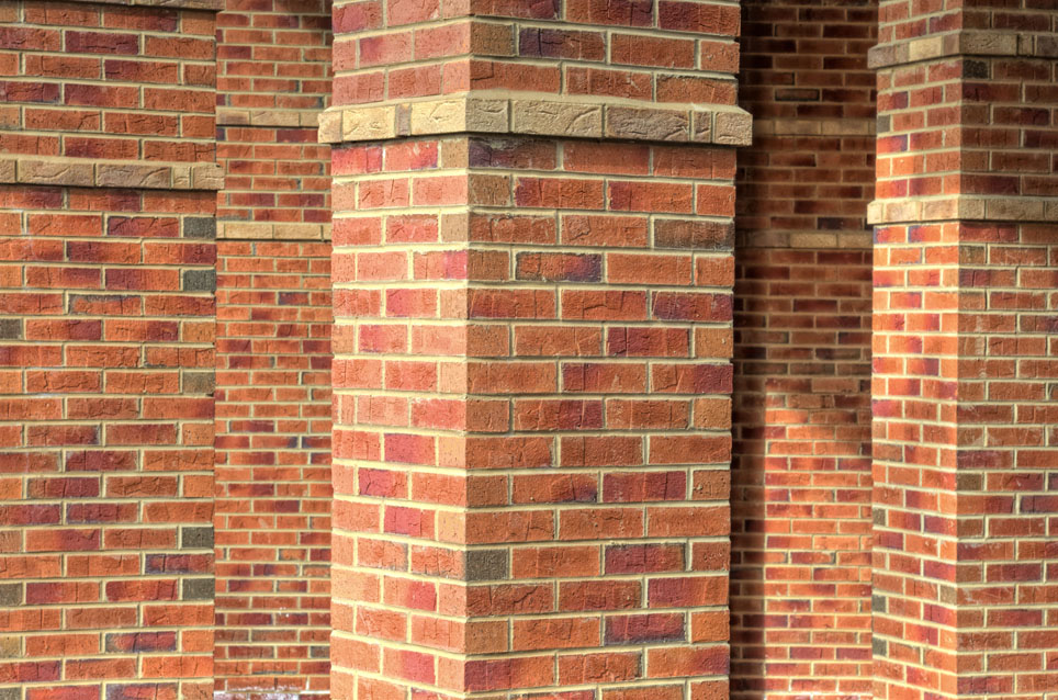 Facing bricks pillars