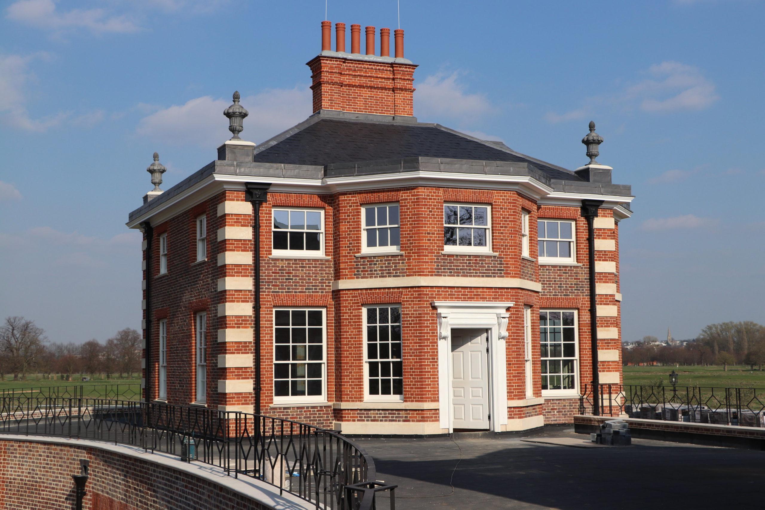 Hampton Court Pavilion, red bricks, stone quoins, chimneys