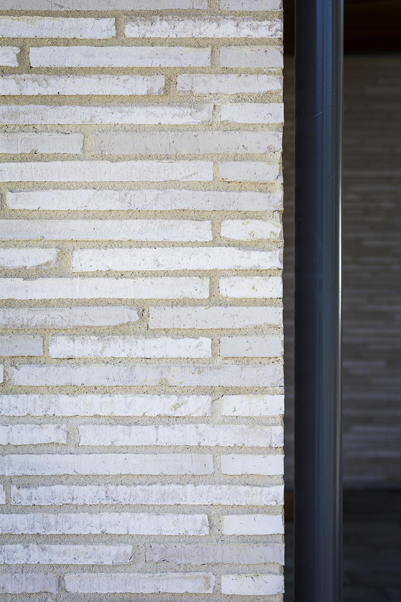 Linear long format bricks white